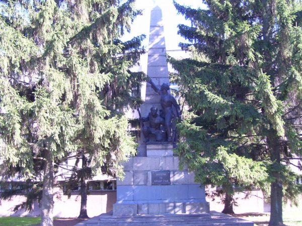 Еще один памятник на площади Победы в Кременчуге