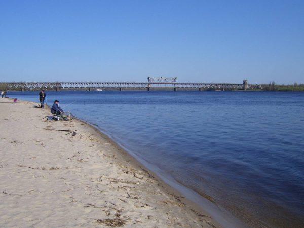 Рыбалка с пляжа в Кременчуге - один из видов отдыха в городе