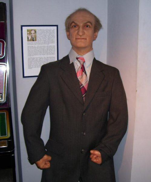 Луи Де Фюнес - восковая фигура