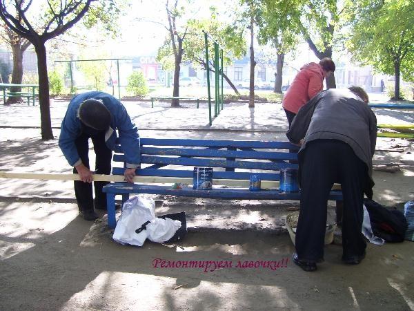 Уборка территории на субботнике на улице Первомайской