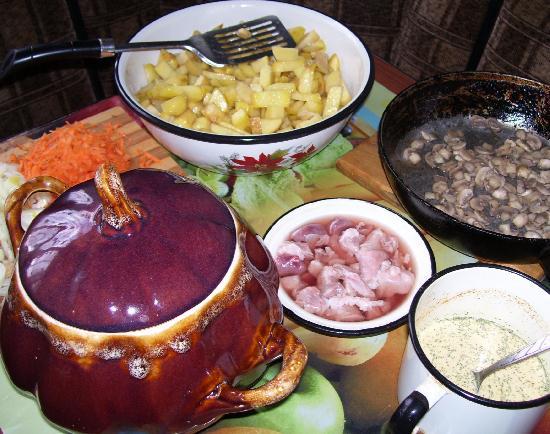 Приготовление соуса для жаркого в горшочке