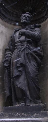 Скульптуры на Костеле святых Петра и Павла ордена иезуитов.