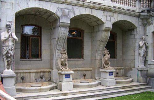 Сатиры и химеры Массандровского дворца