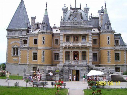 Массандровский дворец - вид с другой стороны