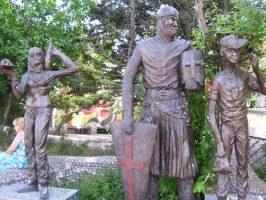 Фигуры в парке Лукоморье