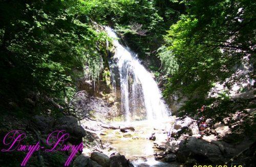 на водопаде Джур-Джур