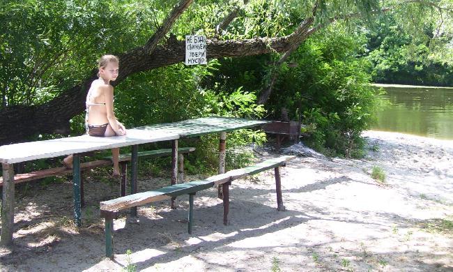 Мангал и столик на Зеленом острове