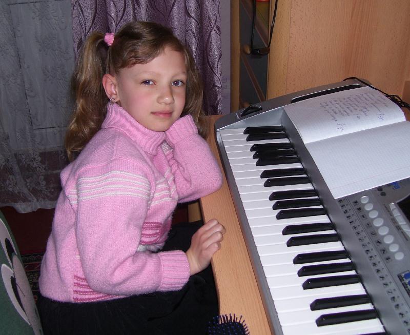 Настя с клавишником