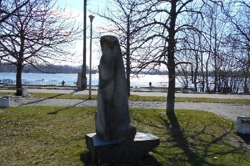 Скульптуры на  Речном вокзале