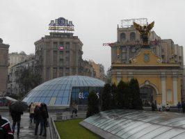 У Глобуса на Майдане