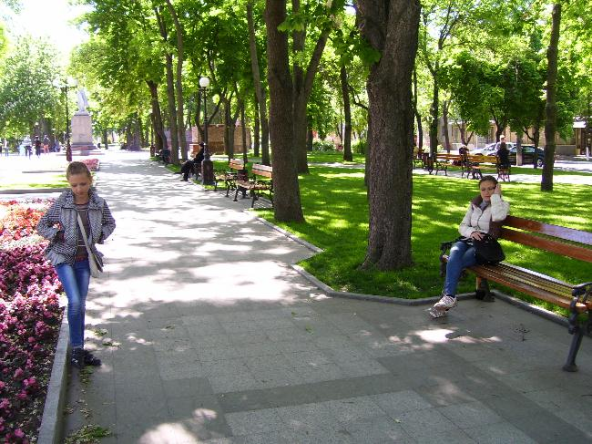 Аллеи сквера Октябрьского