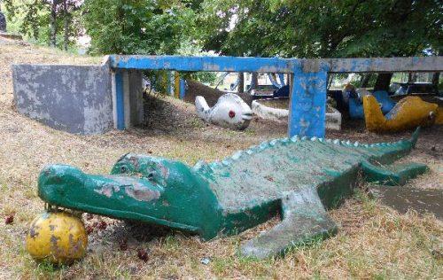 Крокодил и рыбки