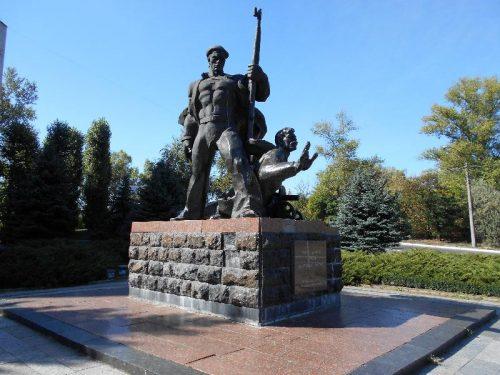 Памятник матросам Днепровской флотилии