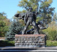 Памятник матросам Днепровской флотилии в Крюкове