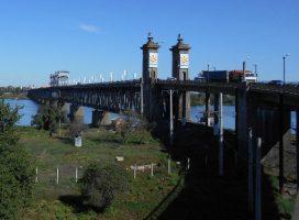 Крюковский мост. Пройдемся по пешеходной части. Фото