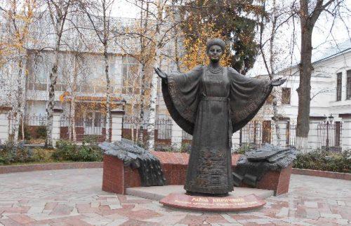 Памятник Раисе Кириченко