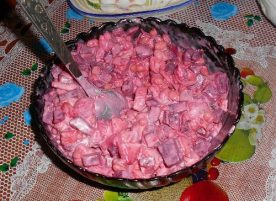 Простой салат с селедкой