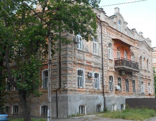 Здание уездного земства