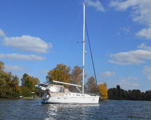 Белая яхта на Днепре